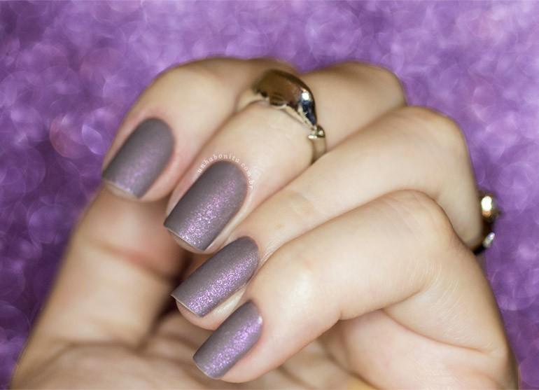 3-esmalte-cinza-fosco-com-muito-brilho-rosado