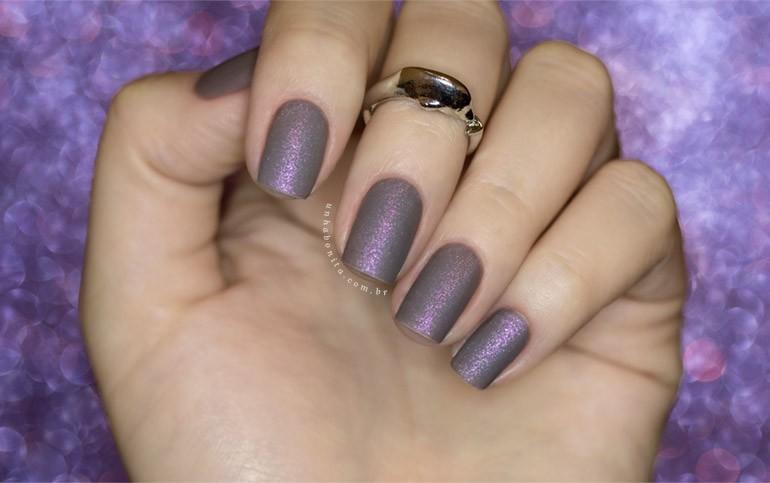 7-esmalte-cinza-fosco-com-muito-brilho-rosado