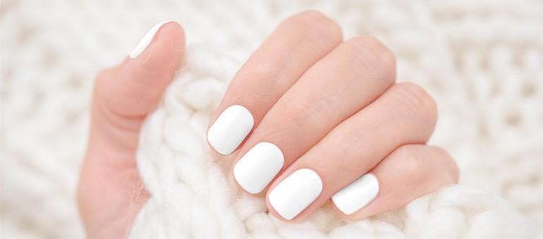 1-como-passar-esmalte-branco